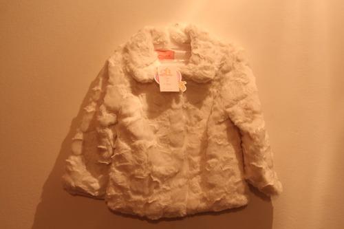 chaqueta peluda blanca. talla 1 y 2 años