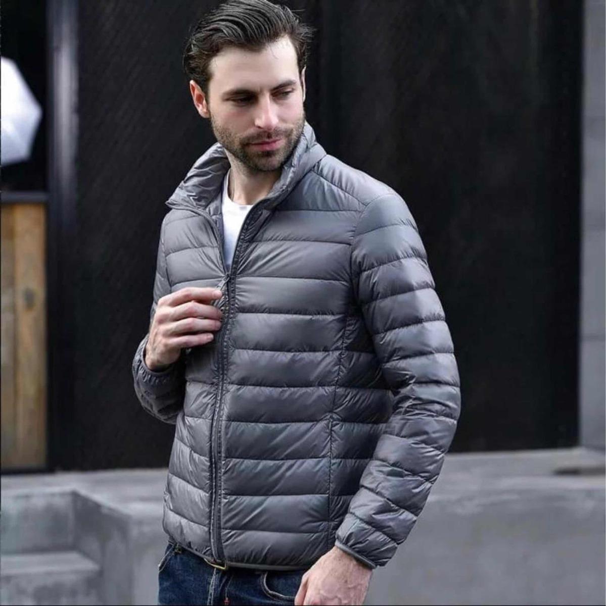 1646782f8e7 chaqueta-plumas-hombre-con -bolsa-para-guardar-gris-D NQ NP 882918-MCO28207430244 092018-F.jpg