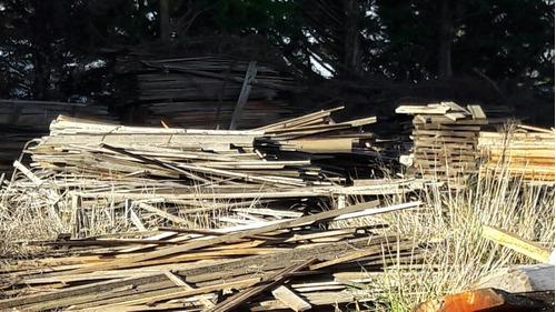 charlatas y sobras de madera