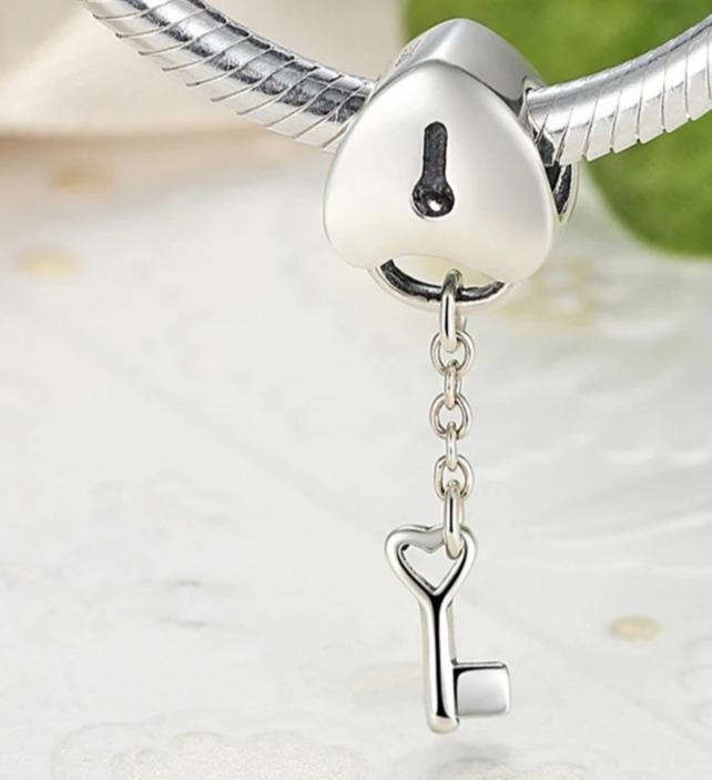 pandora charm llave