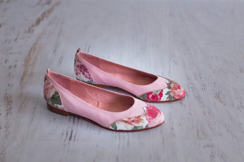 chatitas en punta cuero rosa flores pink suela taco 2 cms