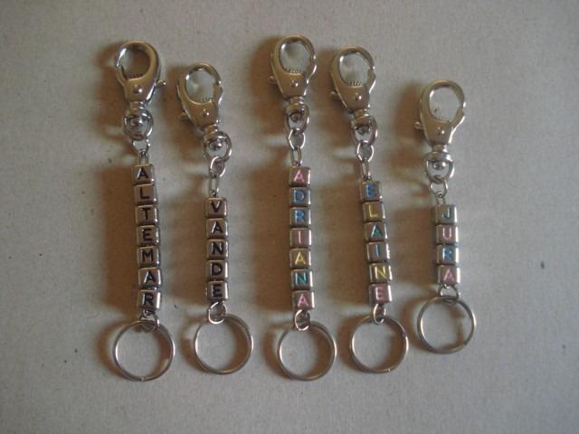 c8e3340f20329 Chaveiro Dado De Letras Preto coloridos Até 10 Letras - R  10