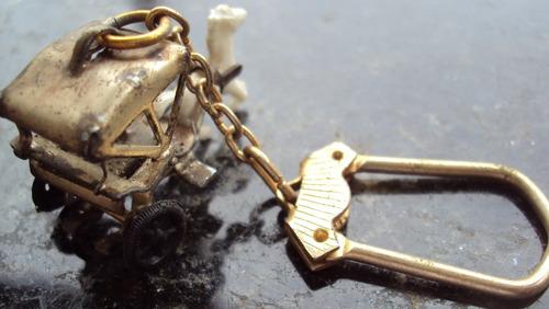 chaveiro metal - forma de carruagem - p29