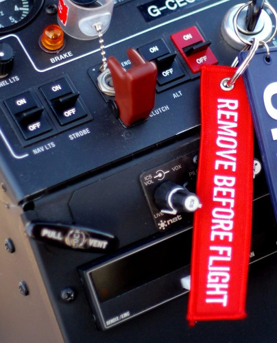 chaveiro personalizado remove before flight - bordado