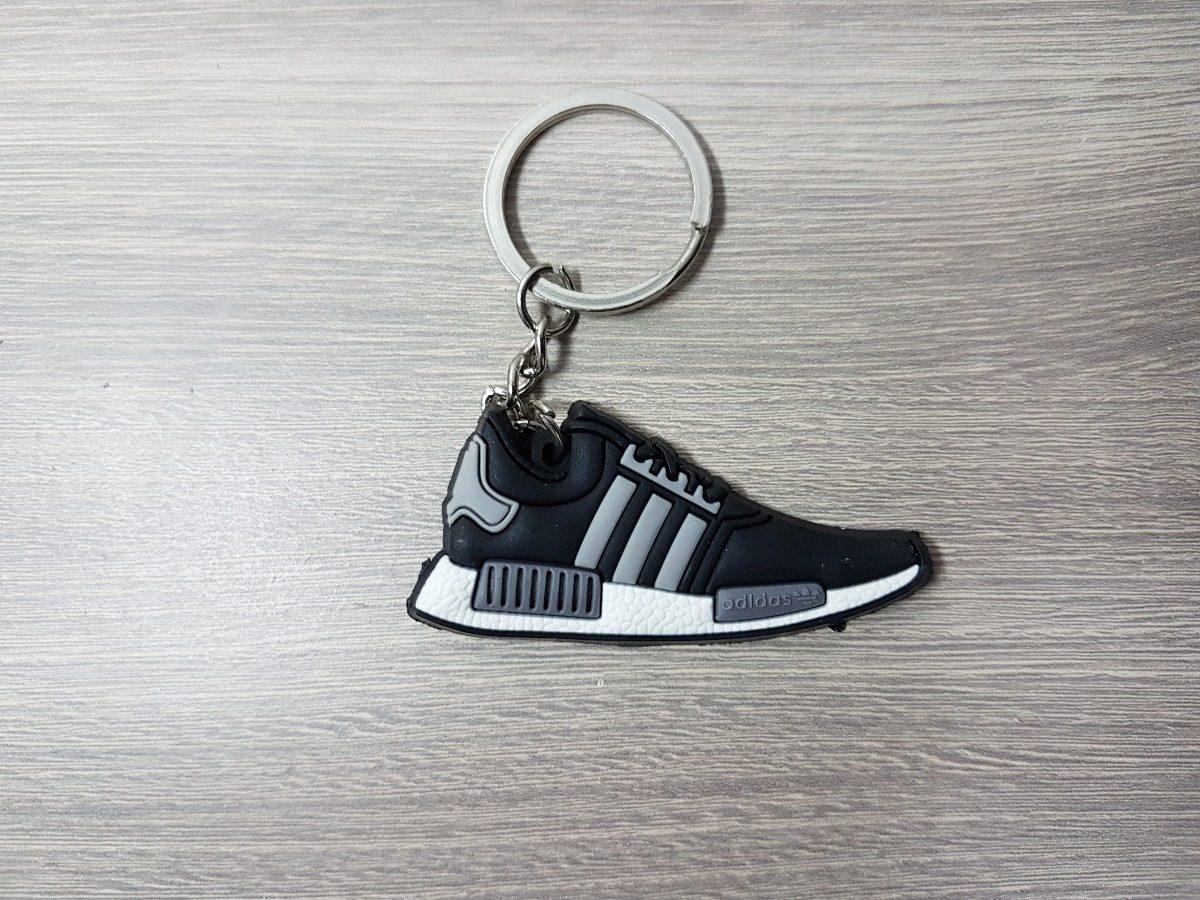 870afca7a56 chaveiro tênis em miniatura adidas. Carregando zoom.