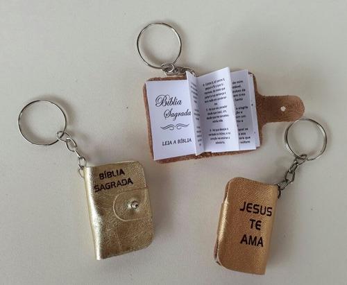 chaveiros mini bíblia de couro deus é fiel kit com 25 unid.