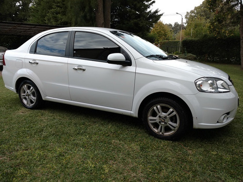 chevrolet  aveo  2011 1.6 at c/gnc