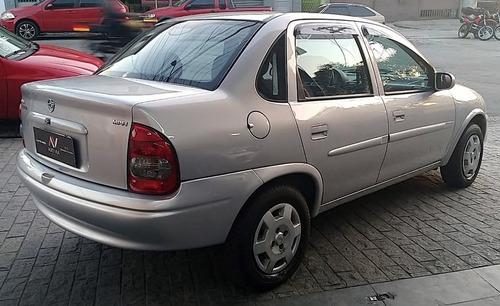 chevrolet corsa sedan 1.0 8 valvulas  milenium 4 portas 2002