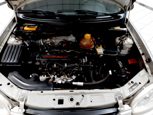 chevrolet corsa sedan classic spirit 1.6 8v vhc 2005 prata