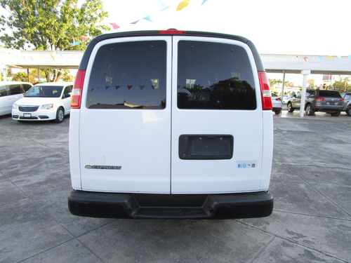 chevrolet express 8 cil. 12 pas at