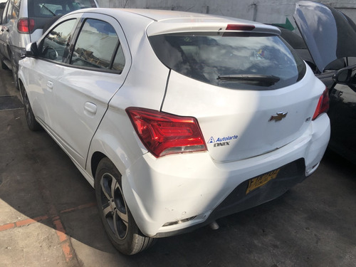 chevrolet onix hatch back 2019, accidentado