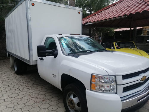 chevrolet silverado 3500, modelo 2010, color blanco.
