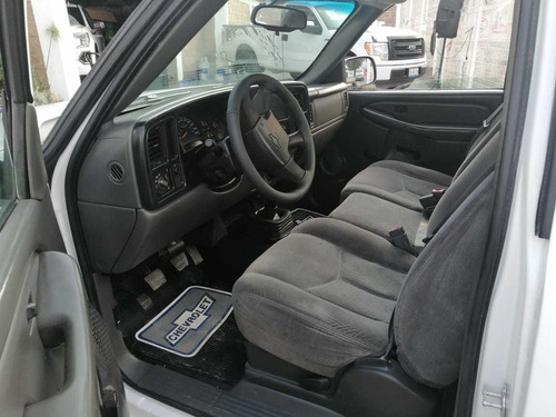chevrolet silverado 4.8 2500 custom cab reg paq d mt 2006