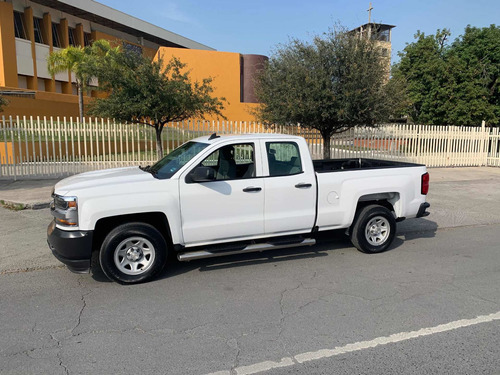 chevrolet silverado 5.4 2500 doble cabina ls 4x2 at 2017