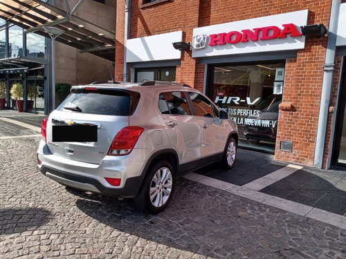 chevrolet tracker ltz 4x4 at 2017 gris 72000kms