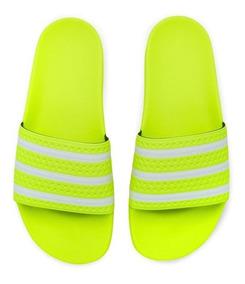 d231705e16612c Chinelo adidas Originals Adilette Verde Neon