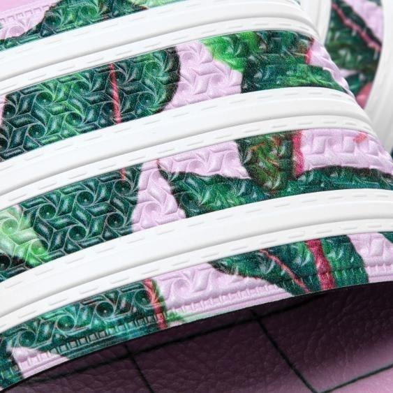 5591f2a5a2e Chinelo Adilette adidas X Farm Feminino Rosa - Original - R  199