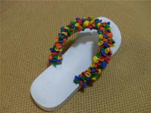 chinelo de bexiga colorida