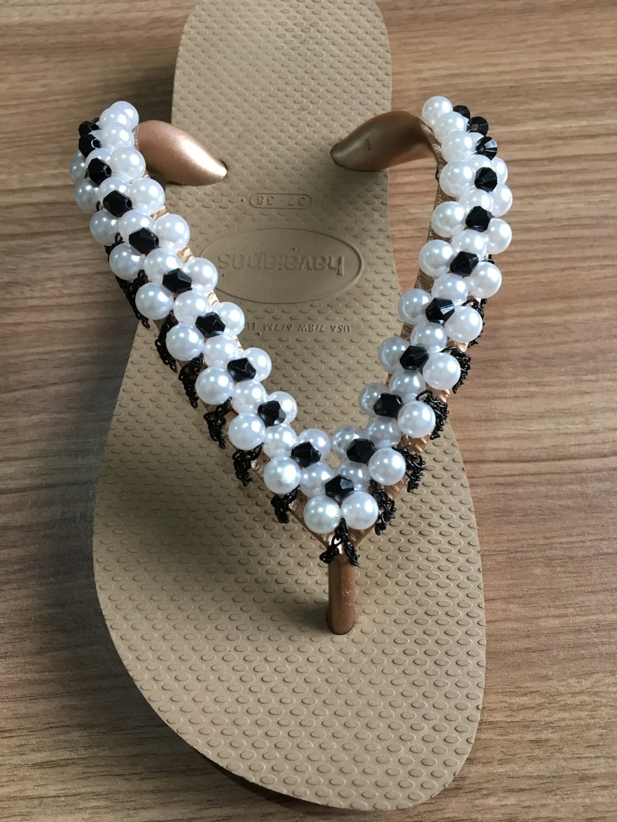 65fdceb1a chinelo decorado / bordado com perolas e correntes. Carregando zoom.