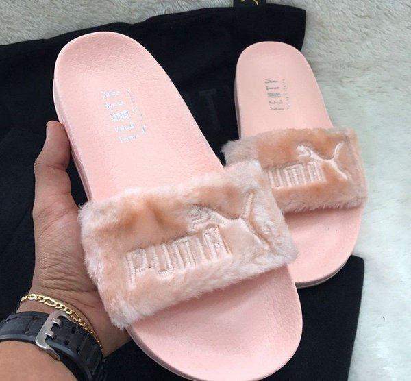 299a0e679ba32 Chinelo Feminino Rihanna Fenty Pelinho - R$ 29,99 em Mercado Livre