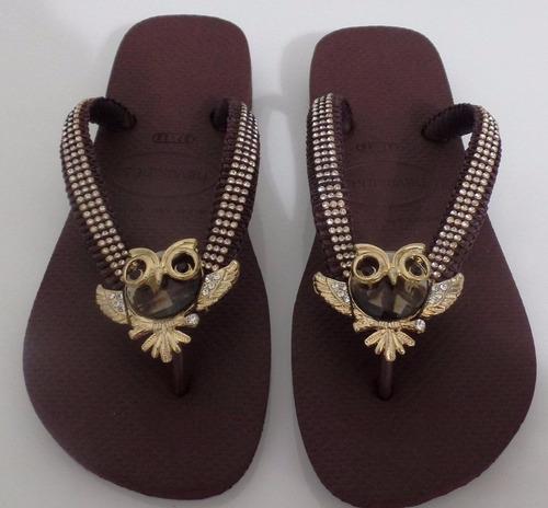chinelo havaianas top marrom com coruja e strass dourado