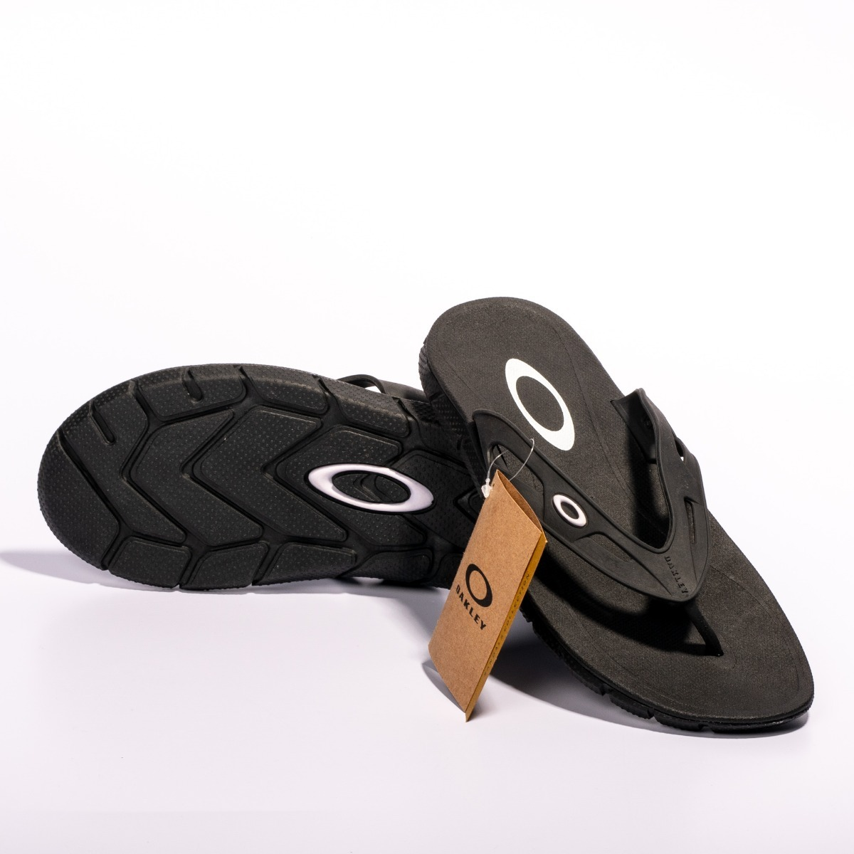 497cbeaa96f50 chinelo oakley new operative preto branco -original. Carregando zoom.