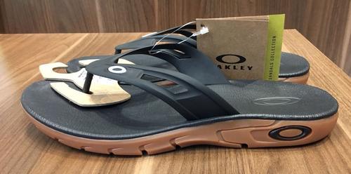 chinelo oakley res plus brown