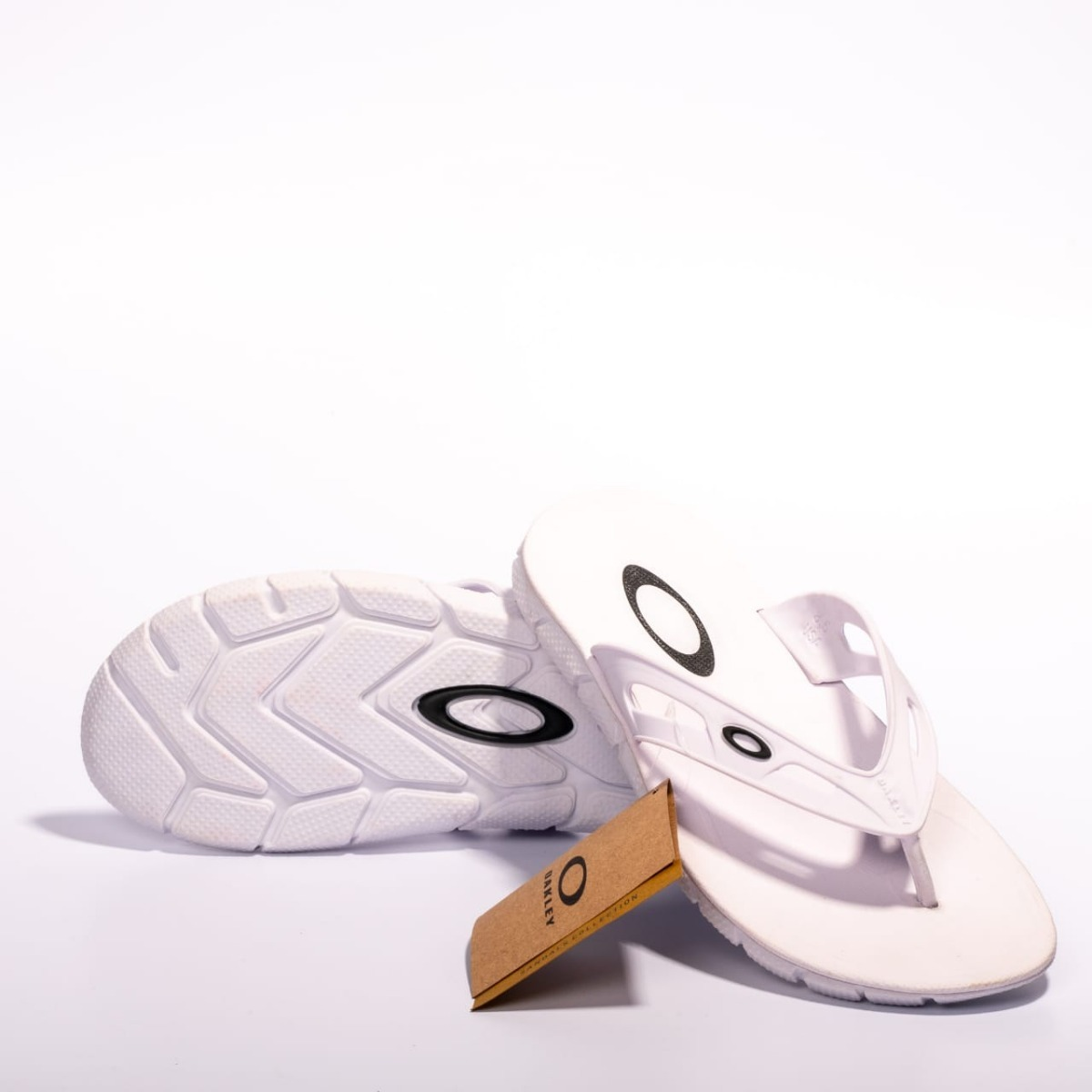 chinelo oakley rest branco original importado envio imediato. Carregando  zoom. 71aac5736f7