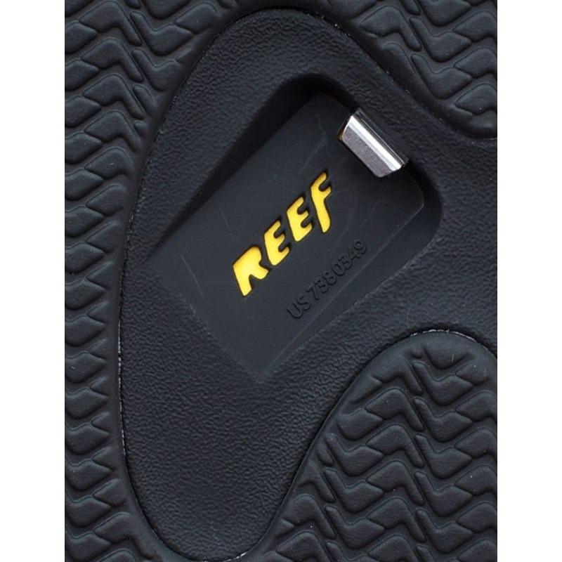 b8e82f693744 chinelo reef adjustable byob rasta com abridor de garrafa. Carregando zoom.