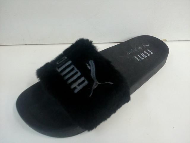 a56d8b09f306c chinelo sandália puma rihanna feminino pelinho veludo oferta. Carregando  zoom... chinelo sandália feminino