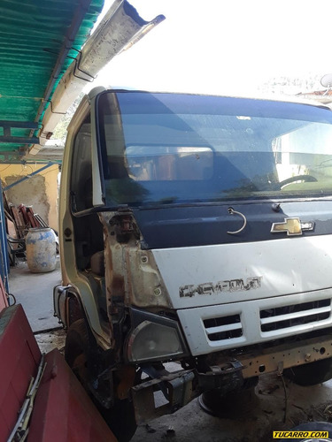 chocados camiones npr