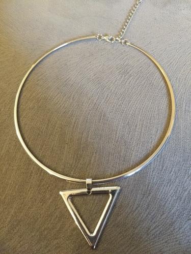 choker prata com pingente triângulo