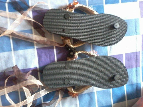 cholas marca hawaianas decoradas con amarre a las piernas