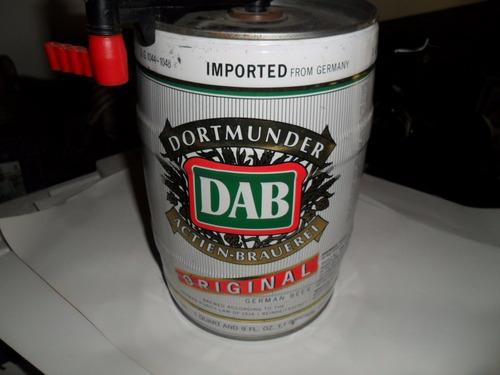 chopera de cerveza vacia alemana