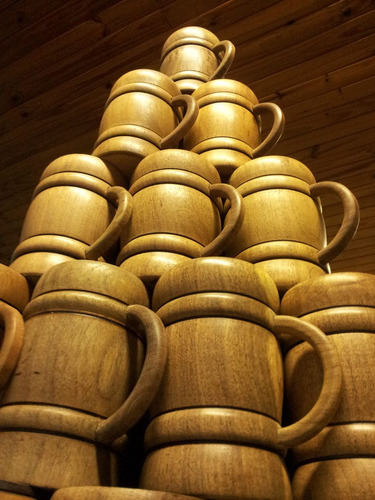 chopps de cerveza en madera con interior de acero