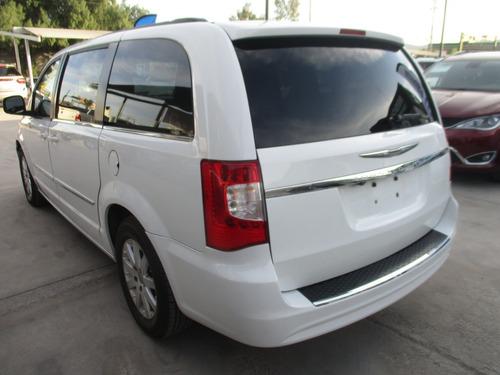 chrysler t&c touring, aut, v6, color blanco, modelo 2014