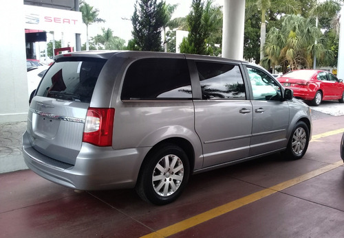 chrysler town and country 2016 plata