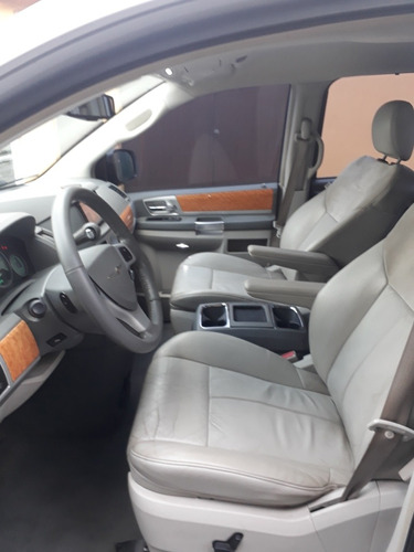 chrysler town & country 2009 limited r$ 44.500,00