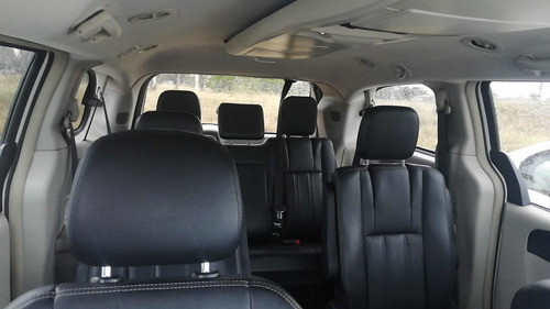 chrysler town & country 3.6 limited mt 2012