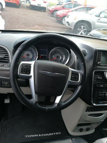 chrysler town & country 3.6 lt at límited  2011