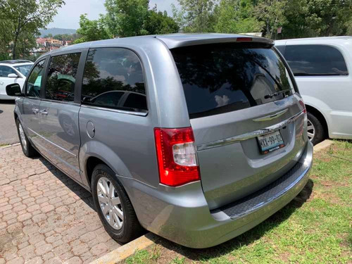 chrysler town & country 3.6 lx at 2013