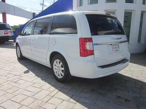 chrysler town & country 3.6 touring tela at carflex cancun