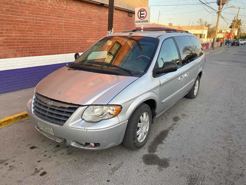 chrysler town & country 3.8 limited at 2007