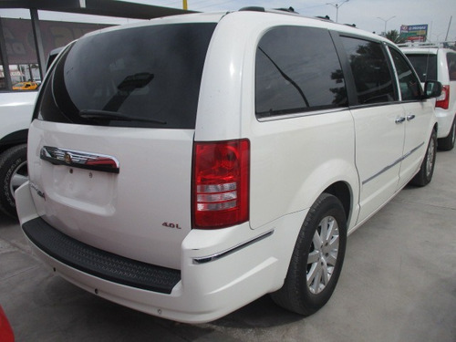 chrysler town country aut,