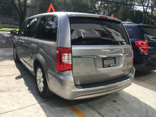 chrysler town country aut