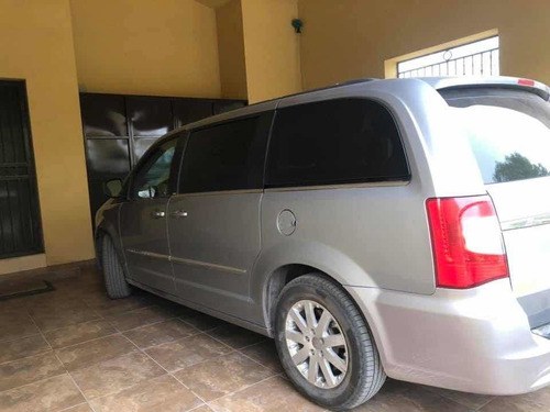 chrysler town & country full equiped