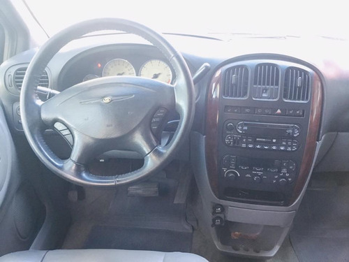 chrysler town & country limited 2004