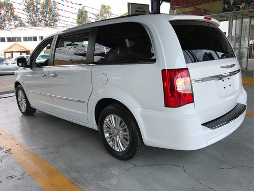 chrysler town & country limited v6 3.6 piel quemacocos 2015