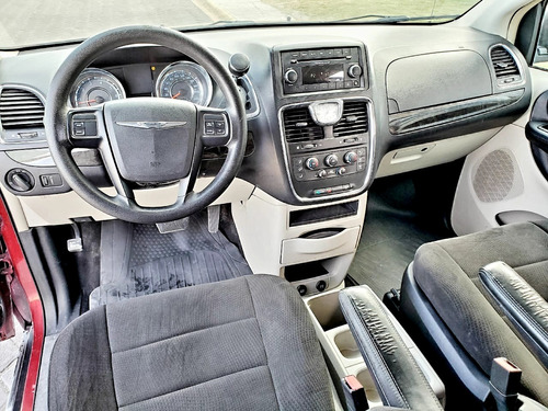 chrysler town & country  lx 2012 at