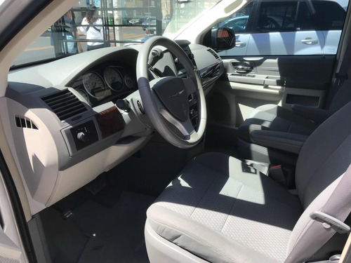 chrysler town & country lx